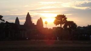 Angkor Wat ist eine riesige Tempelanlage, die zum UNESCO-Weltkulturerbe zählt.