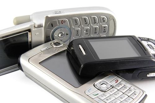 Viele alte Handys