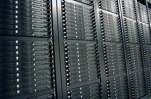 Hosting Server | Servers Stock Photo von getButterfly bei Flickr unter einer CC BY-SA 2.0 Lizenz