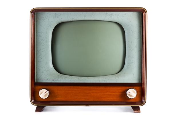 Alter Fernseher mit hohem Stromverbrauch - Stromkosten reduzieren mit modernen Elektrogeräten - Standby-Geräte abschalten