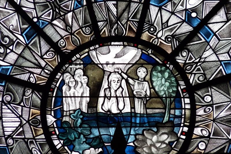 Kirchenfenster mit Taufe Jesu in Bonn | Bildquelle: Dieter Schütz / pixelio.de