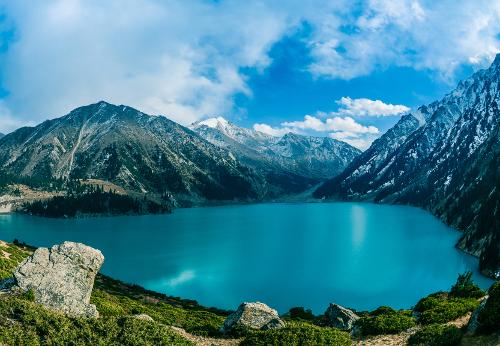 """Bild 2: """"Beschaulicher See in den Bergen"""""""