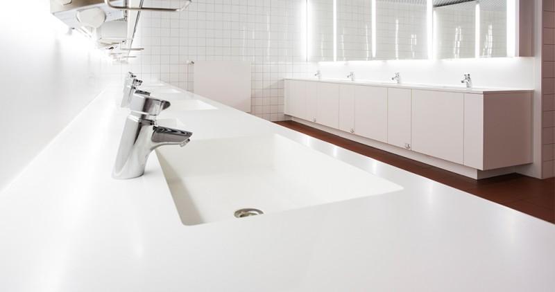 Pflegeleichte Waschtischanlage aus Corian