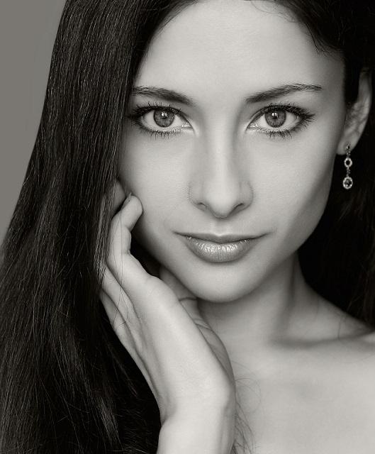Schwarz-weiß Portrait einer attraktiven Ungarin